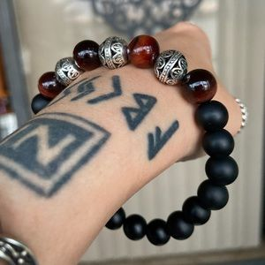 Onyx & red tiger eye viking celtic bead bracelet